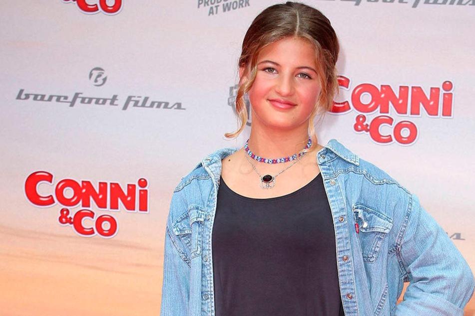 Die 14-jährige Emma Schweiger hat sich freizügig in der Badewanne.