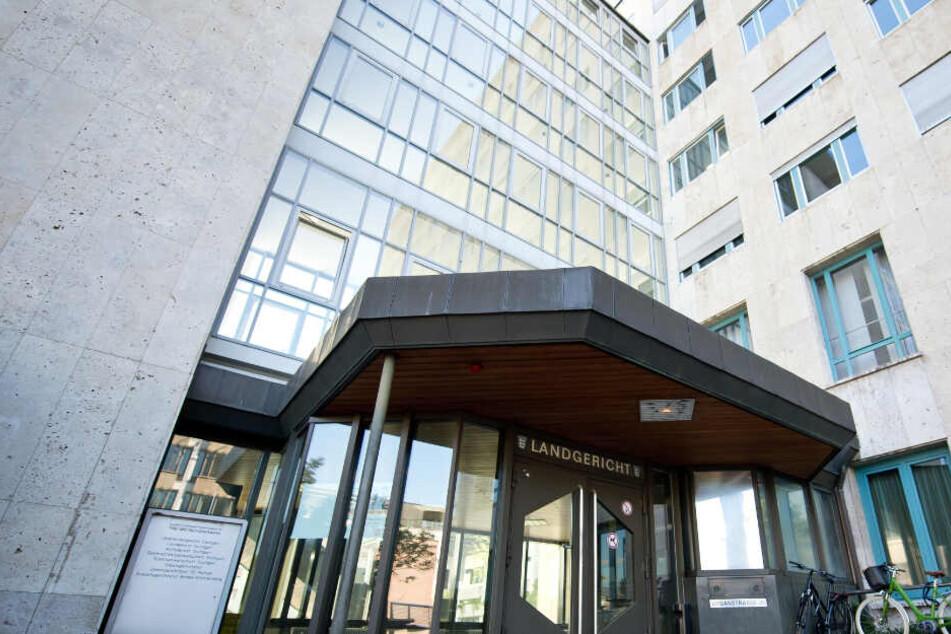 Das Landgericht Stuttgart verurteilte den Mann zu lebenslanger Haft.