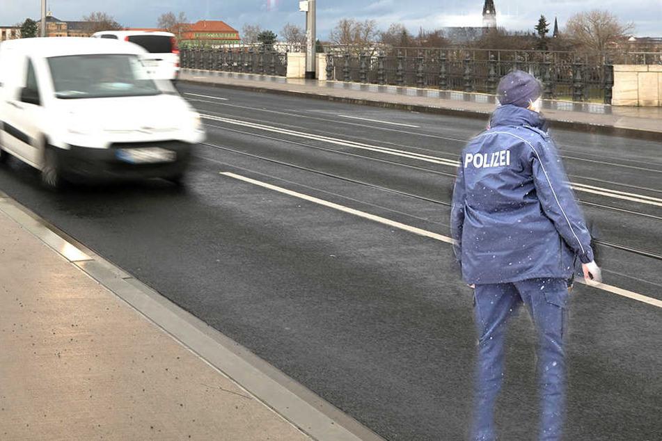 Auf der Albertbrücke wurde eine 34-Jährige angegangen.