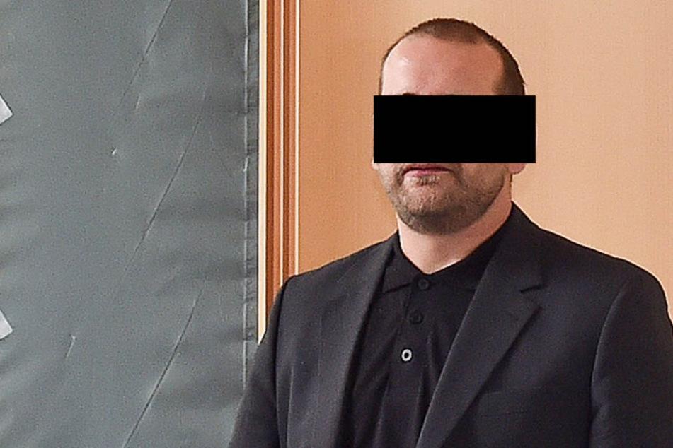 Weil Daniel H. (33) verbotene Böller sammelte, wurden seinem Sohn mehrere  Finger abgefetzt.