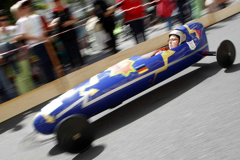 Verrückte und rasend-schnelle Gefährte gibt es am Sonntag beim Seifenkistenrennen auf dem Fockeberg zu sehen.