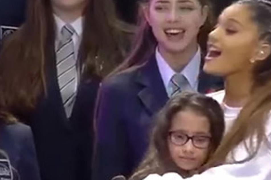 Benefizkonzert für Terroropfer: Als diese 12-Jährige singt, bleibt kein Auge mehr trocken
