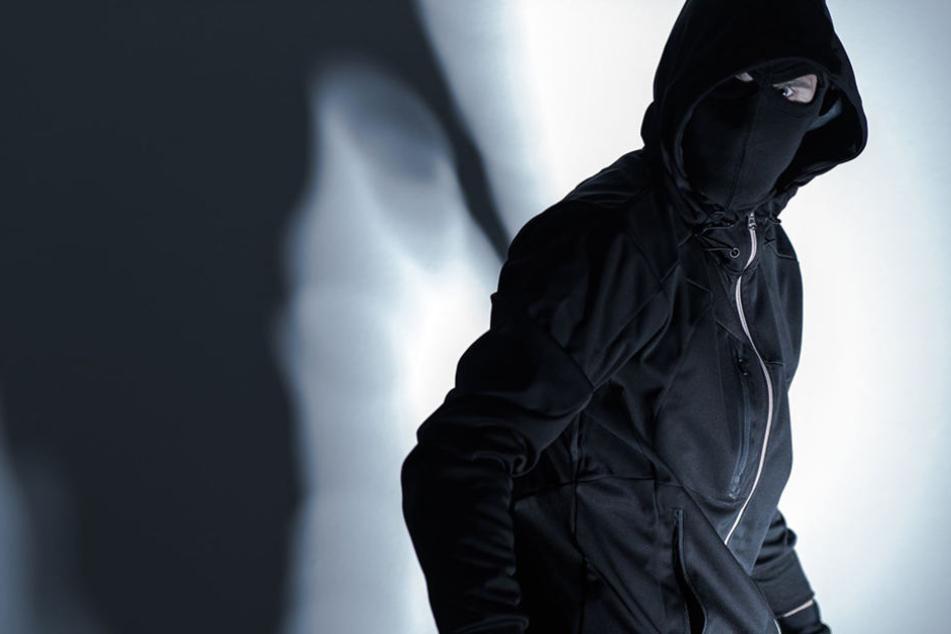 Insgesamt raubten an verschiedenen Orten neun Maskierte Geschäfte aus. (Symbolbild)