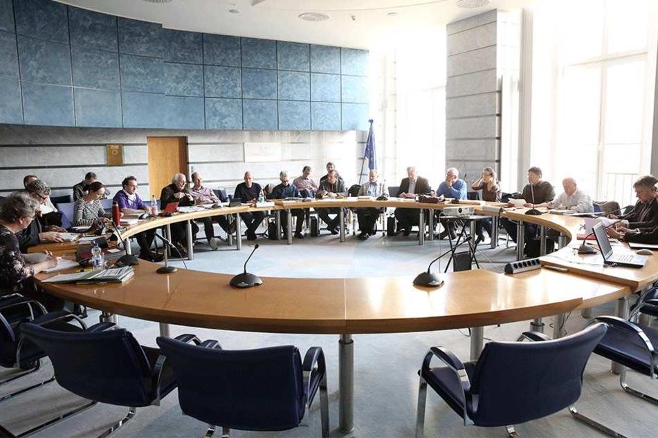 Ausschüsse im Dresdner Rathaus sind momentan mit 15 Stadträten besetzt.