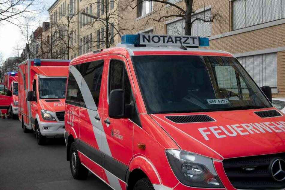Auch Notarzt und Feuerwehr eilten zur Unfallstelle. (Symbolbild)