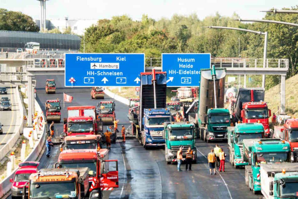 A7-Sperrung sorgt für Stau-Chaos in Hamburg | TAG24