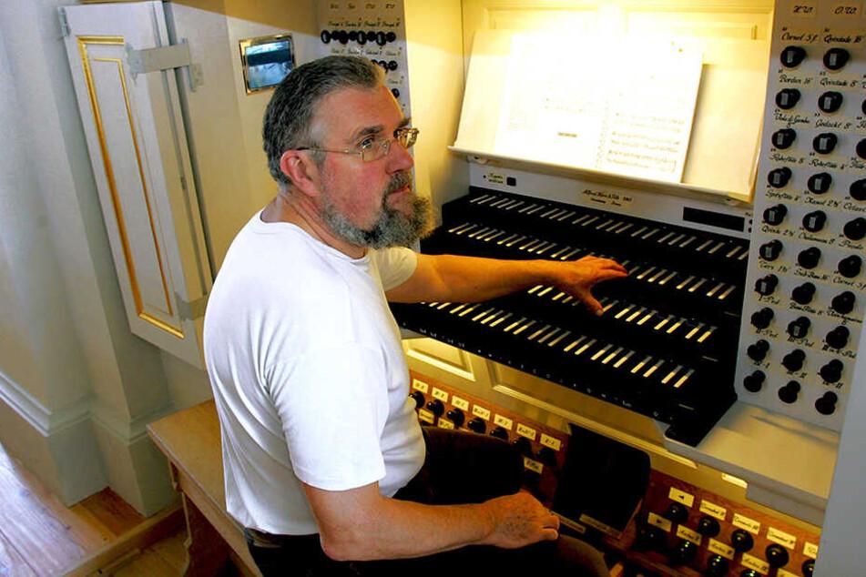 """Ein Meister zieht alle Register: 2005 spielte Daniel Kern """"seine"""" Orgel in der Dresdner Frauenkirche ein."""