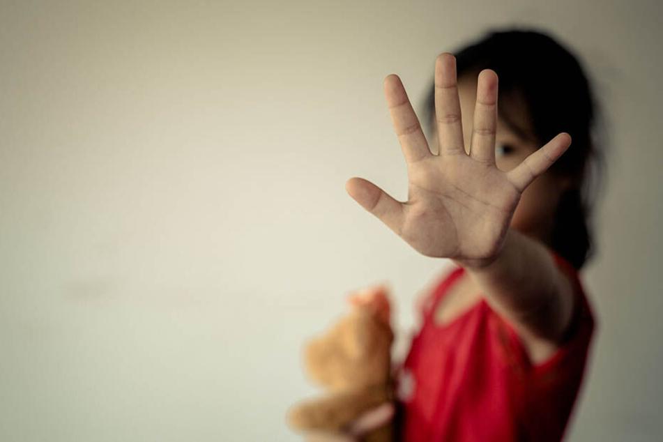 Das Mädchen war so verzweifelt, dass es sich einem komplett Fremden anvertraute. (Symbolbild)
