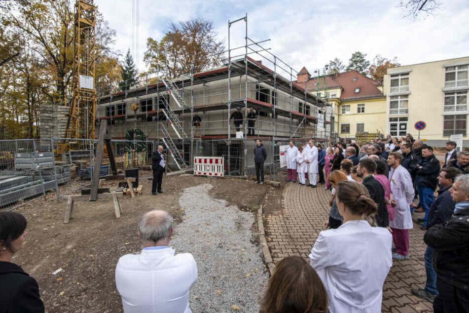 Richtfest in Rabenstein: Das DRK-Klinikum wird um eine Frühgeborenen-Station erweitert.