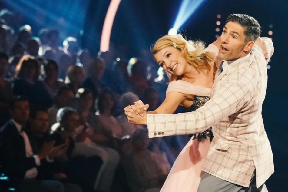 Iris Mareike Steen und Christian Polanc tanzen einen Quickstep.