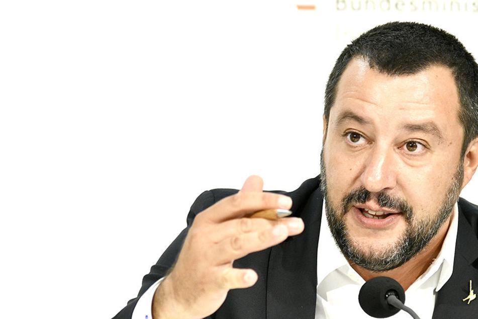 Matteo Salvini (45, rechts) gilt als umstrittene politische Figur.