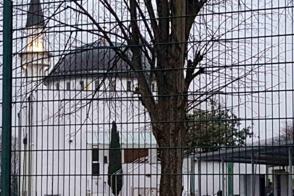 Unbekannter droht, Bombe in einer Moschee deponiert zu haben