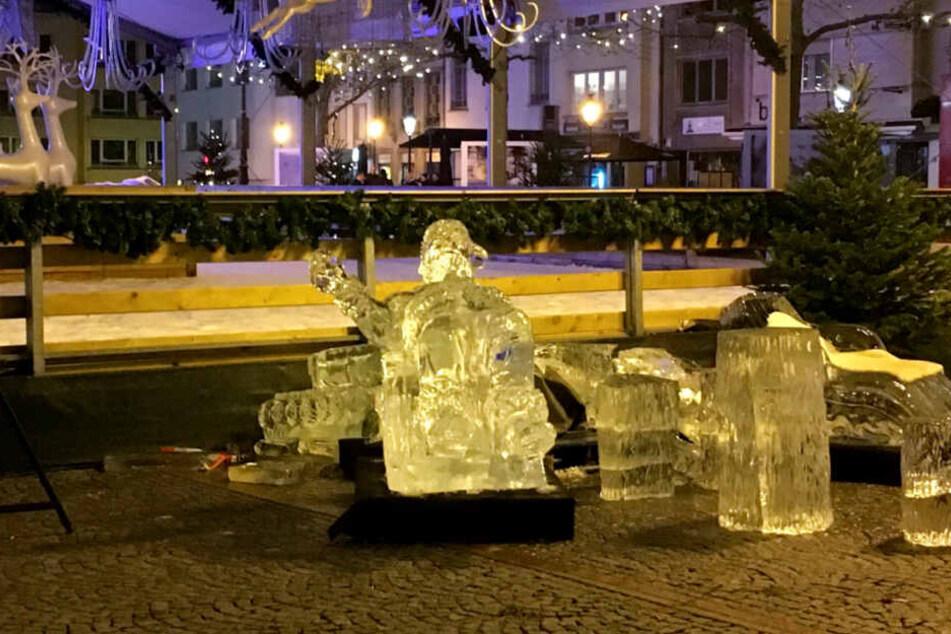 Tödliches Unglück: Kleines Mädchen (2) auf Weihnachtsmarkt von Eisskulptur erschlagen