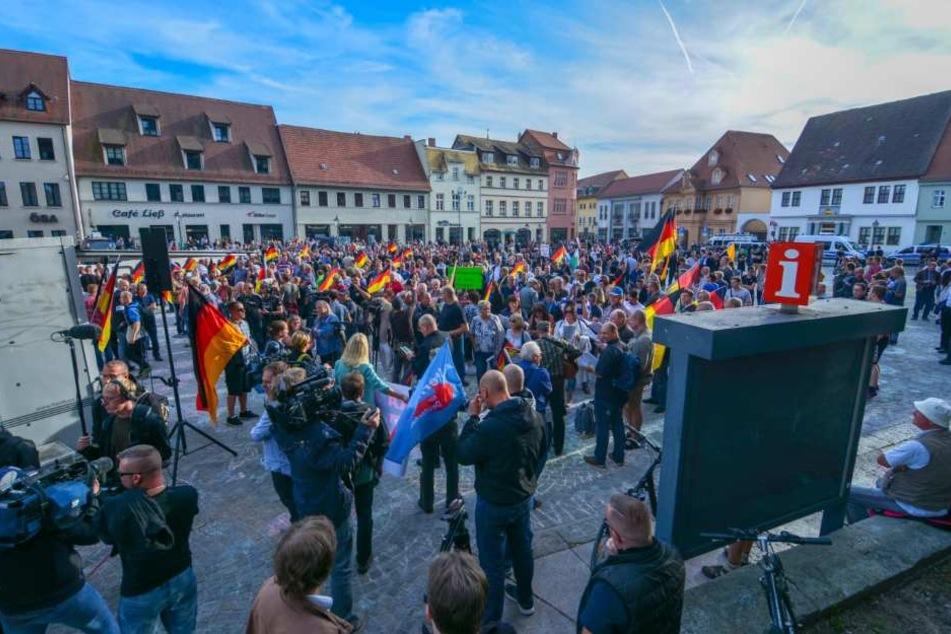 Bei der rechten Demo am Sonntagabend war laut Einschätzung der Behörden jeder vierte bis fünfte ein Rechtsextremist.