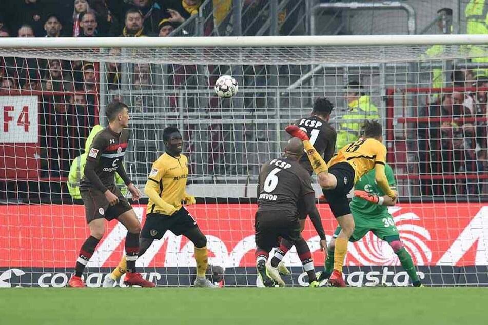 Torgefährlich ist Jannik Müller (r.) auch noch. Sein Kopfballtreffer im Dezember zum 1:1 gegen St. Pauli war schon sein sechstes Tor für Dynamo.