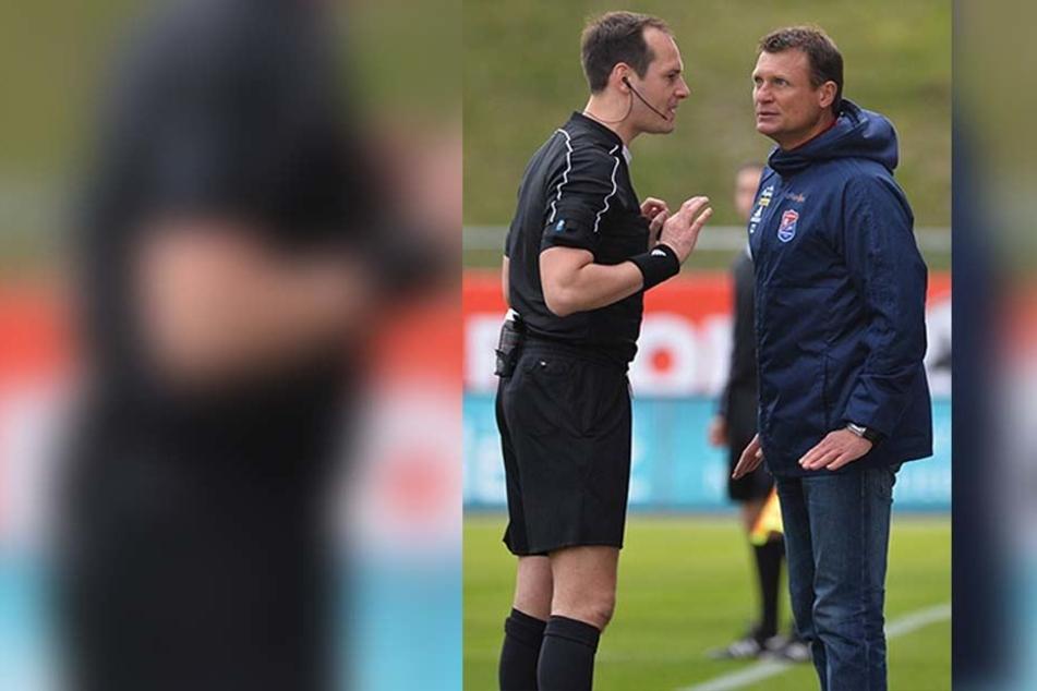 Auch Gästetrainer Claus Schromm (r.) hatte mit Schiri Marcel Schütz einiges zu bereden.
