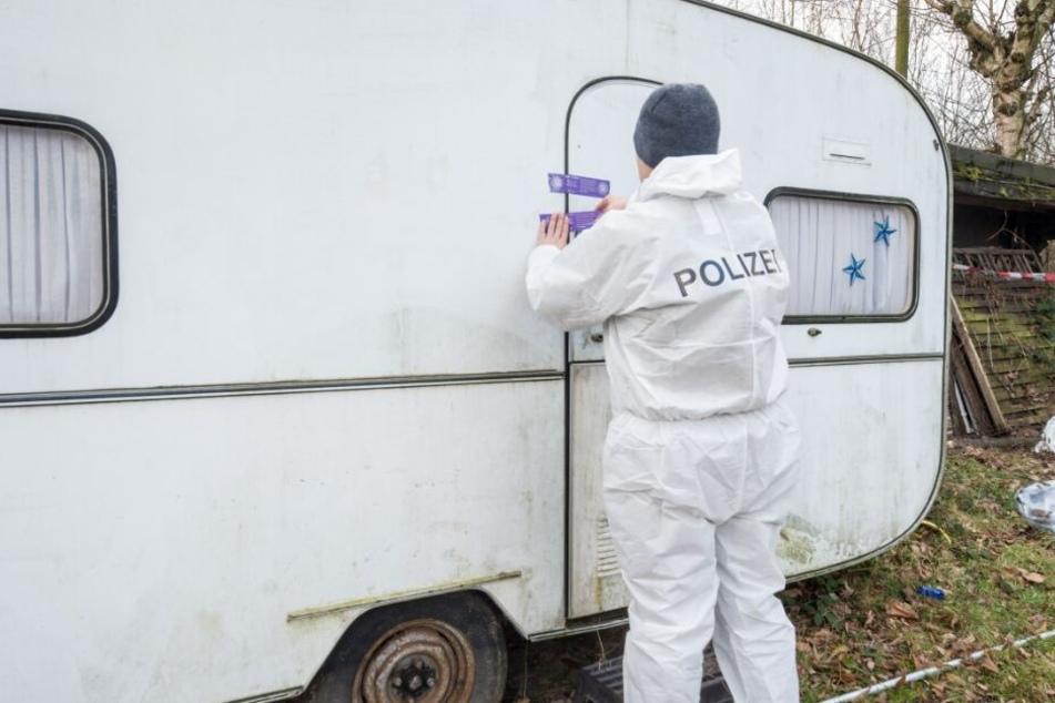 Auch mehrere Wohnwagen wurden von der Spurensicherung untersucht.