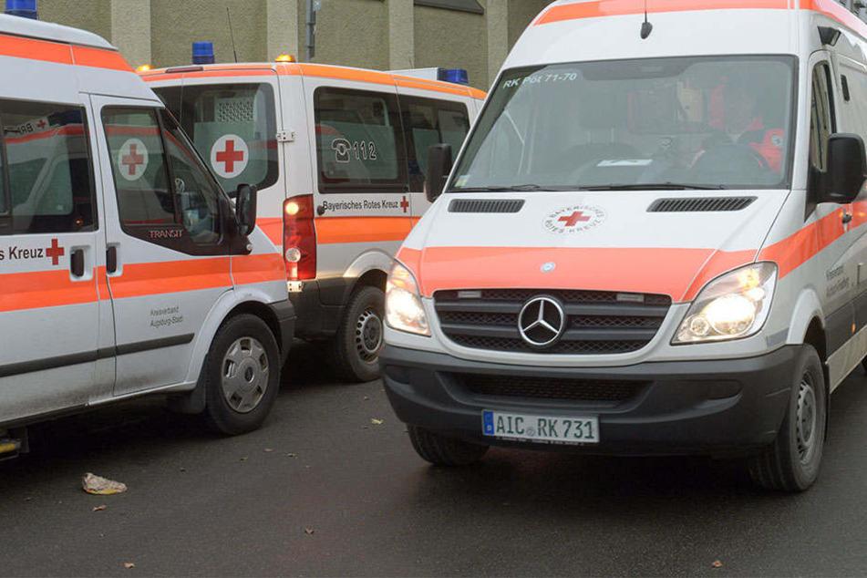Der Mann kam mit schweren Verletzungen in einer Krankenhaus. (Symbolbild)