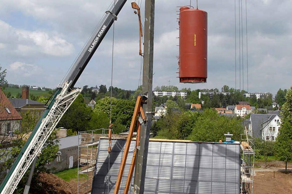 Kern des Energiekonzeptes der Energiesparhäuser ist der 3,5 Tonnen schwere Wärmespeicher.