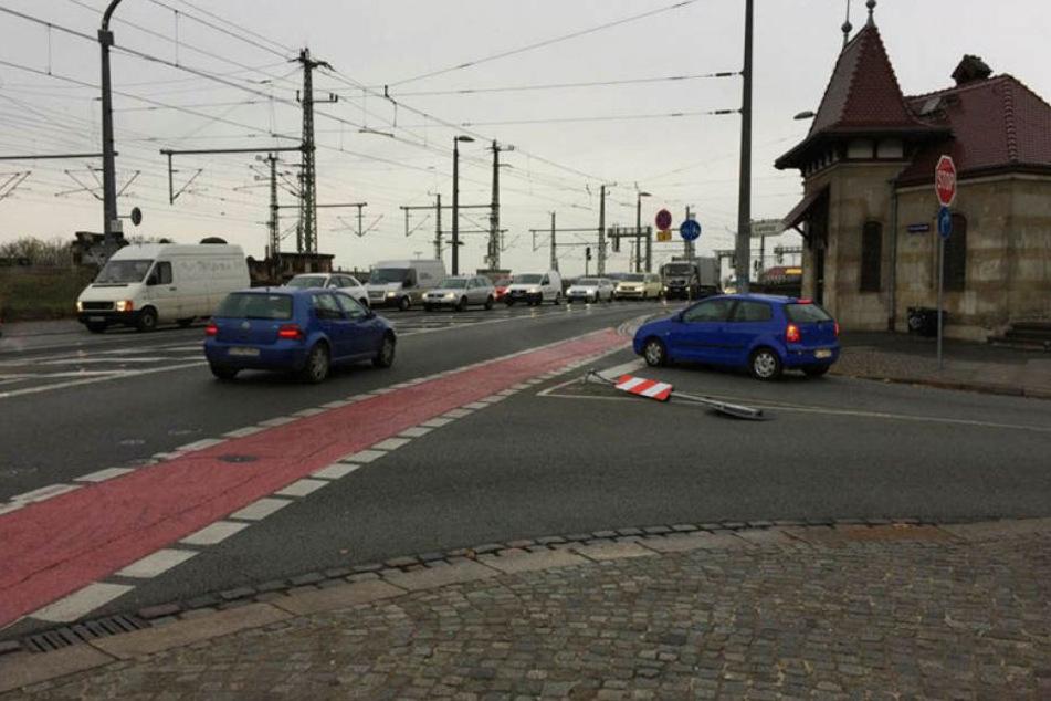 Am Freitag gegen 9 Uhr fuhr ein Skodafahrer erneut das Stoppschild an der Marienbrücke um. In den letzten beiden Jahren gab es dort 18 derartige Unfälle.
