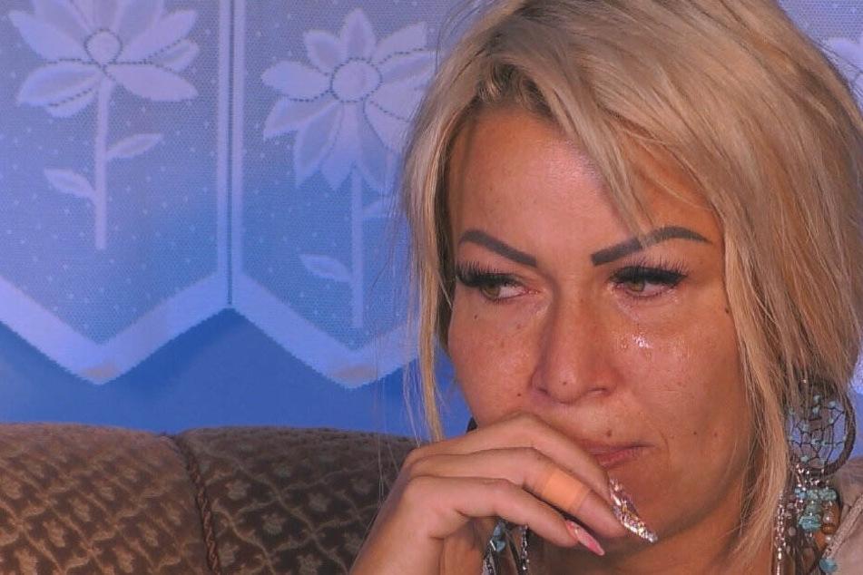 Bereits an Tag 1 fließen die Tränen. Ginger Costello Wollersheim (33) bei Promi-Big Brother.