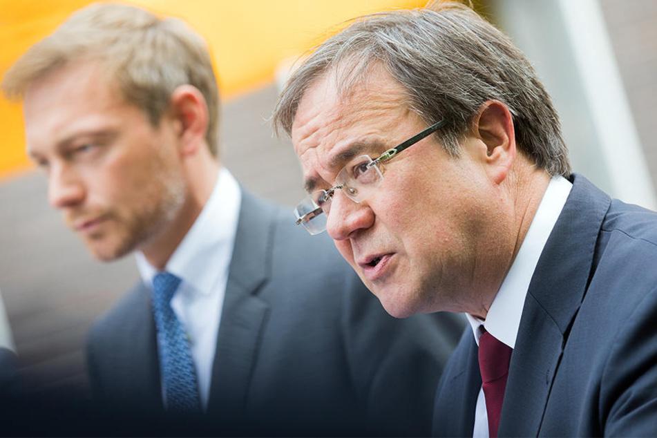 Christian Lindner (Hintergrund) und Armin Laschet scheinen sich gut zu verstehen.