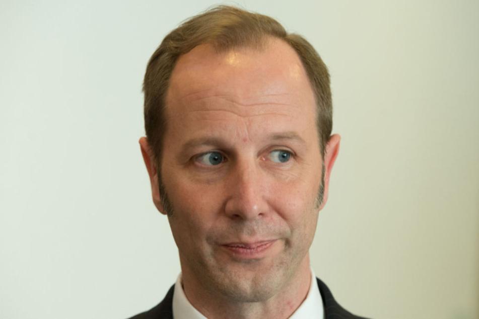 Oberbürgermeister Daniel Rapp (CDU) forderte den Täter auf das Messer fallen zu lassen.