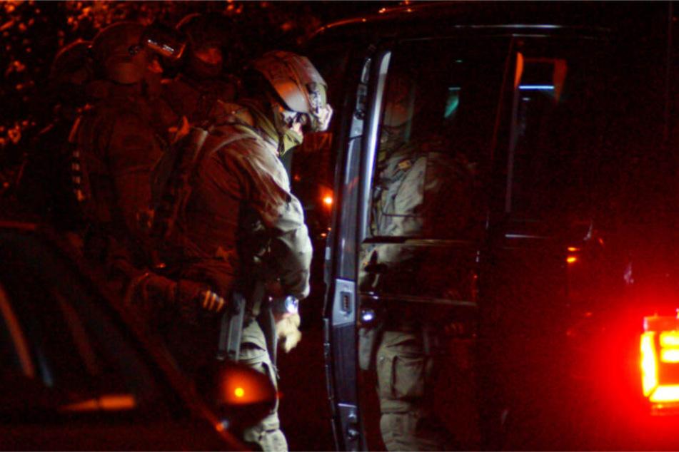 Typ hatte Messer, Macheten und weitere Waffen: SEK-Einsatz in Ludwigsburg!