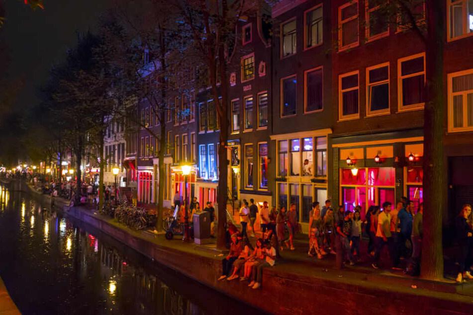 Auch in Amsterdam könnte das Rotlichtviertel umziehen (Symbolbild).