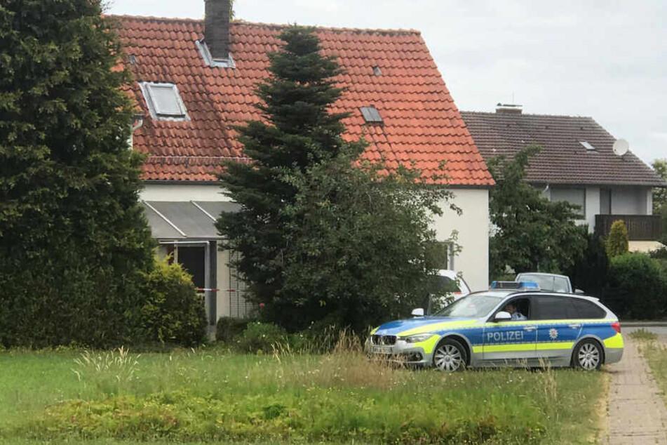 Die Polizei ermittelt am Tatort.