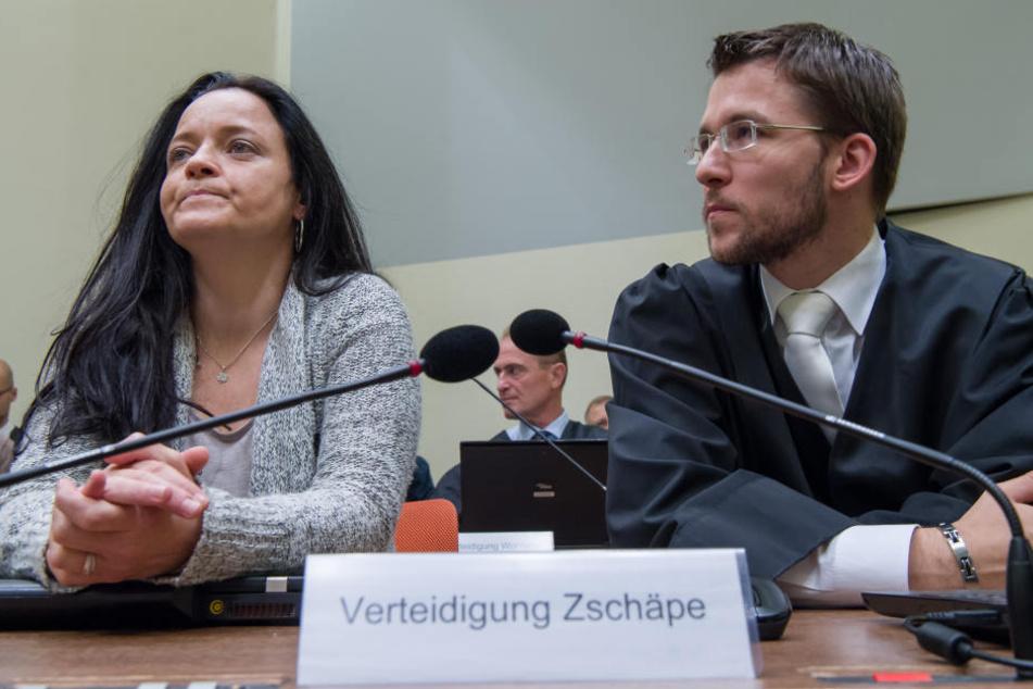 Die Angeklagte Beate Zschäpe im Gerichtssaal in München (Bayern) neben ihrem Anwalt Mathias Grasel (Archivfoto).