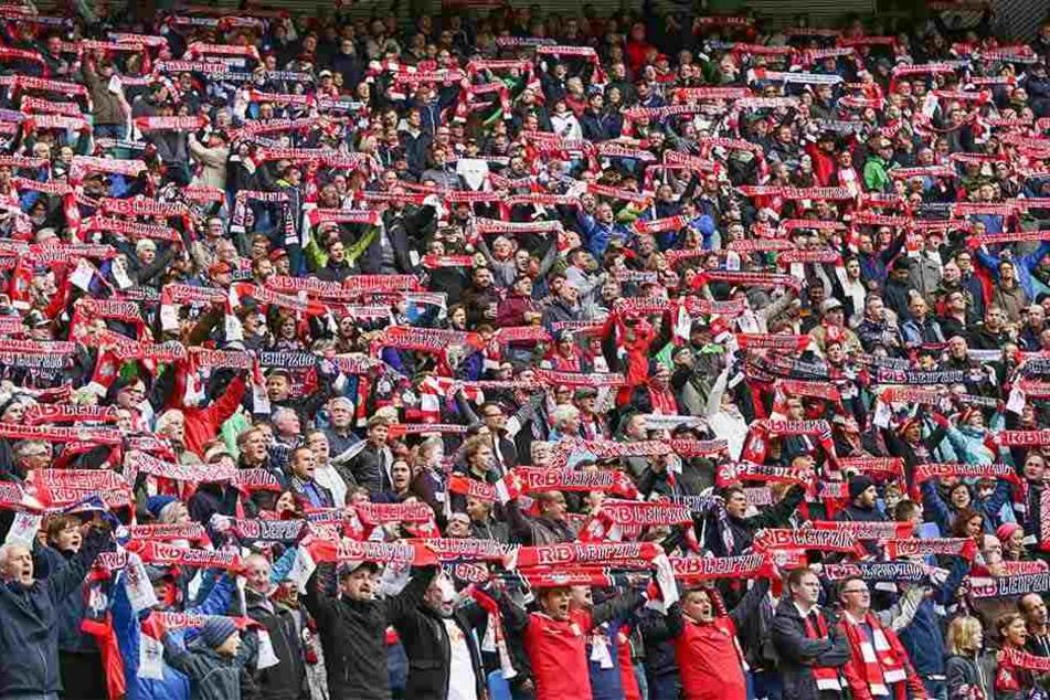 Bald noch mehr Unterstützung für die Roten Bullen: Das Stadion wird vorerst aber nur um rund 5500 Plätze ausgebaut.