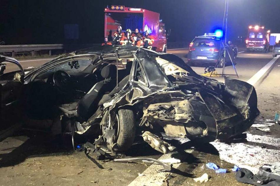 Der Audi wurde durch den Aufprall mit dem BMW schwer beschädigt.