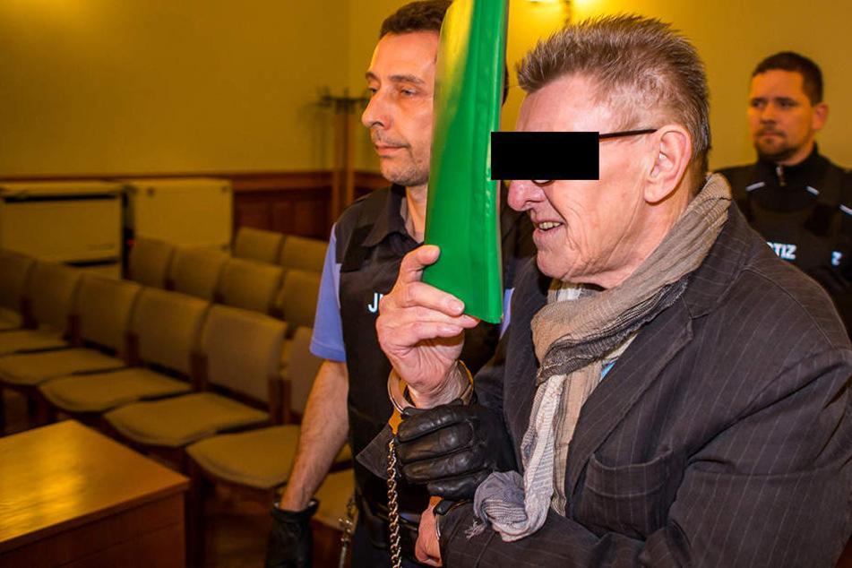 Er könnte das Geheimnis um das Phantom Levy Vass lüften: Wilfried Sch. (69), mutmaßlicher Helfer des Millionenbetrügers, wird derzeit in Leipzig der Prozess gemacht.