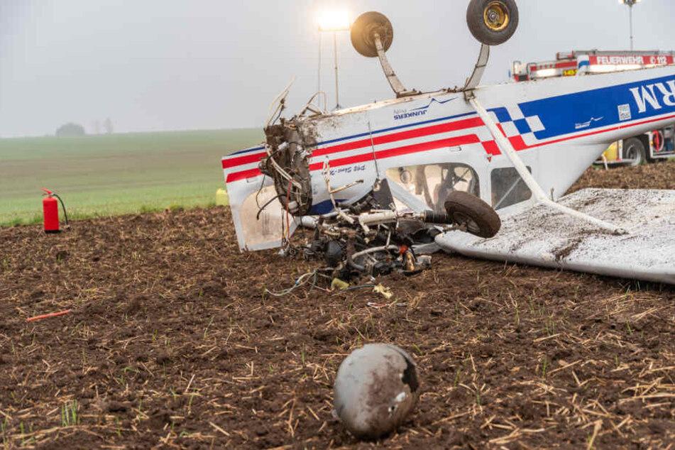 Motor herausgerissen! Flugzeug überschlägt sich bei Landung