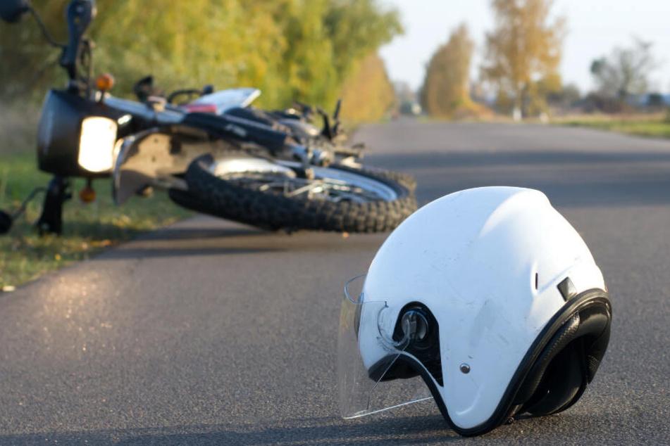 Motorrad kracht mit Fahrrad zusammen: Zwei Tote