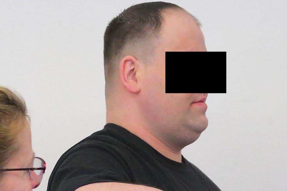 Maik N. (32) betrog über 100-mal mit geklauten Personalausweisen oder EC-Karten.