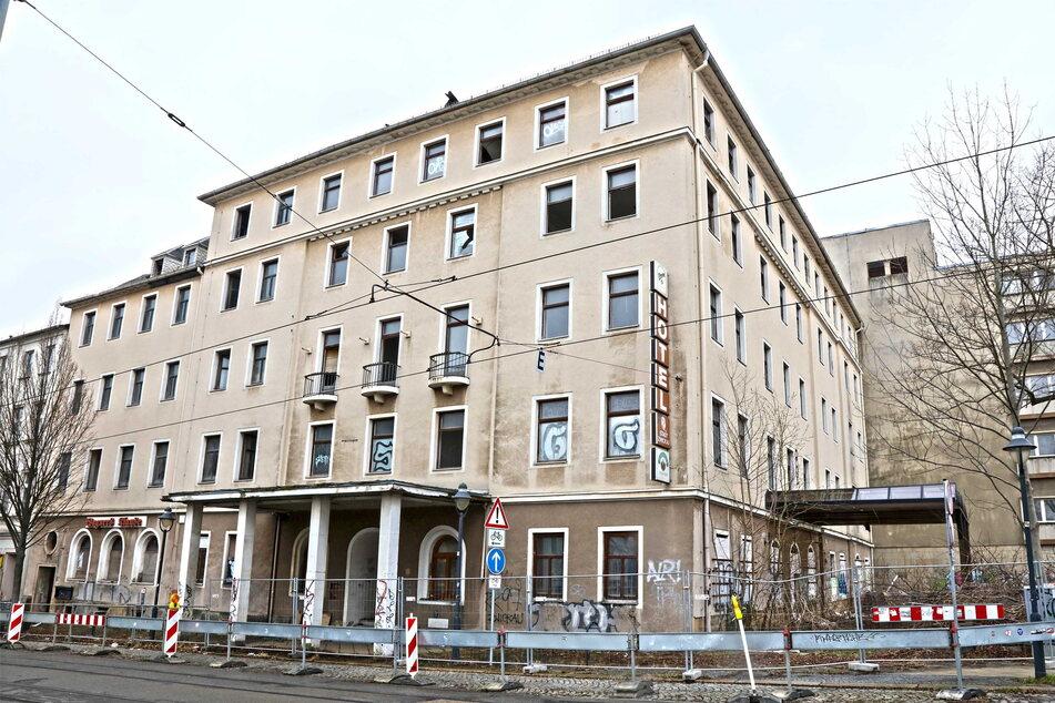 Das ruinöse Gebäude in Zwickau wird Stück für Stück dem Erdboden gleichgemacht.