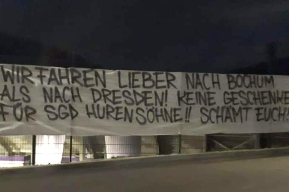 Die Fans ließen am Sonntag mit diesem Banner am Auer Stadion ihren Frust raus.