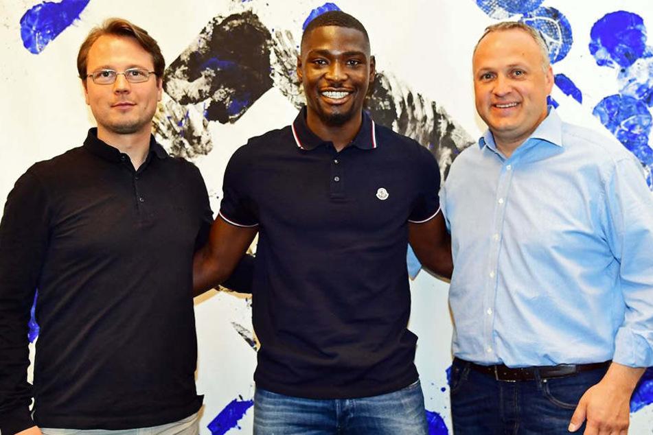 Stephan Ambrosius (m.) hat seinen Vertrag beim Hamburger SV verlängert!