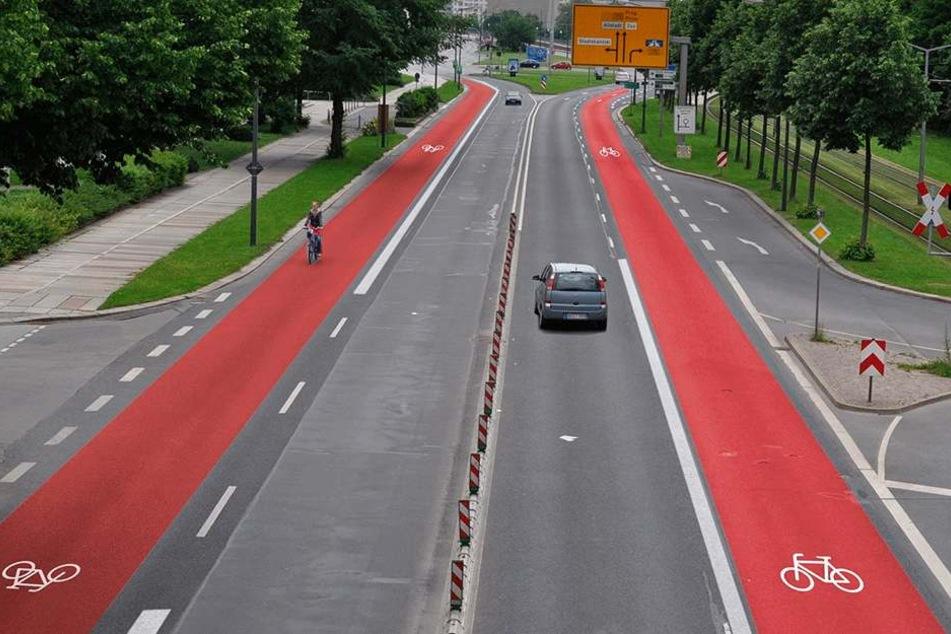 """So stellte sich der ADFC bisher den Radweg an der Albertstraße vor. Jetzt steht fest: Der Radweg kommt, allerdings fällt """"nur"""" eine Autospur weg. Grafik: ADFC"""