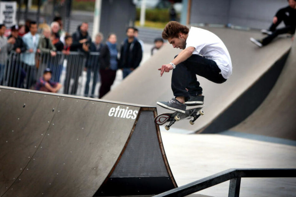 Auch Skateboarder zeigen ihr Können.