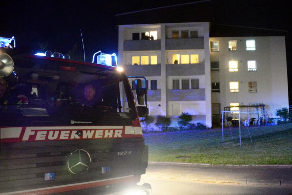 Die Feuerwehr eilte mit vielen Kräften zu dem Zimmerbrand.