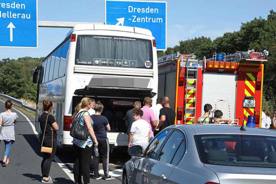 Die Bus-Touristen mussten wegen der defekten Dieselleitung ihre Reise unterbrechen.