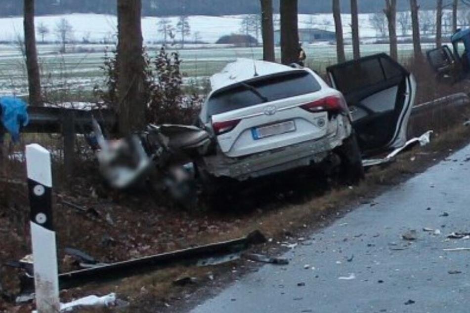 Der Toyota landete nach dem Unfall im Graben.