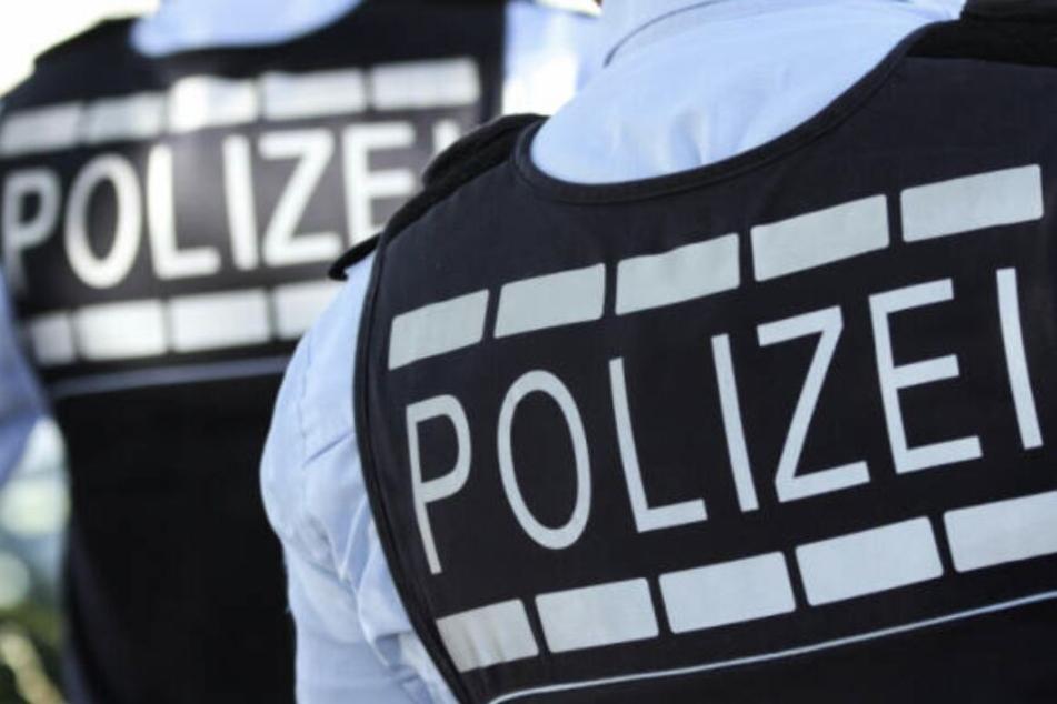 Die Polizei ermittelt gegen die unbekannten Böller-Schmeißer.