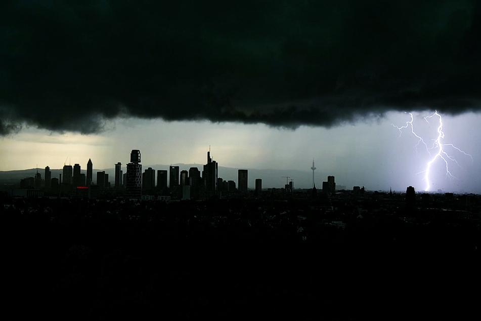 Ein schweres Gewitter entlud sich am Dienstag über Frankfurt am Main.