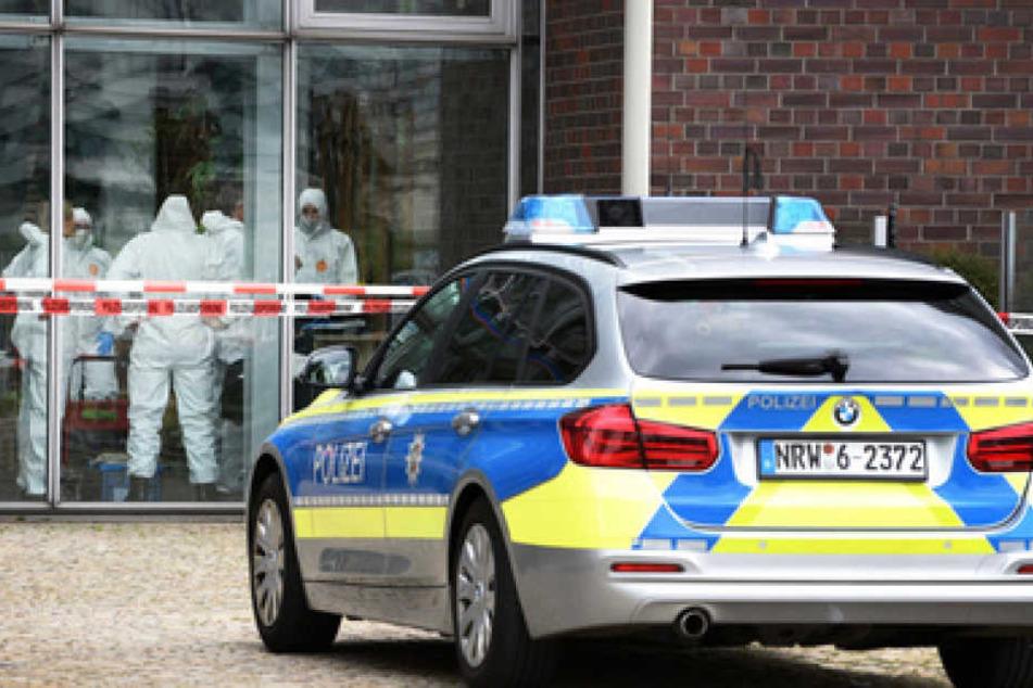 Hinter dieser Glasfassade eines Cafes wurde die Leiche der Chefin entdeckt.