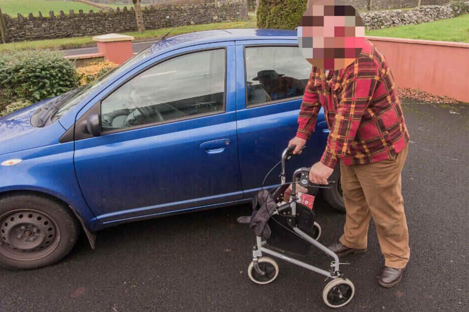 Bereits im Sommer 2017 hatte der Rentner zugeschlagen und geparkte Autos zerkratzt. (Symbolbild)