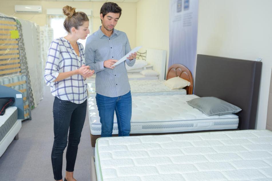 Ein Test der neuen Matratze geht zunächst nur im Laden.